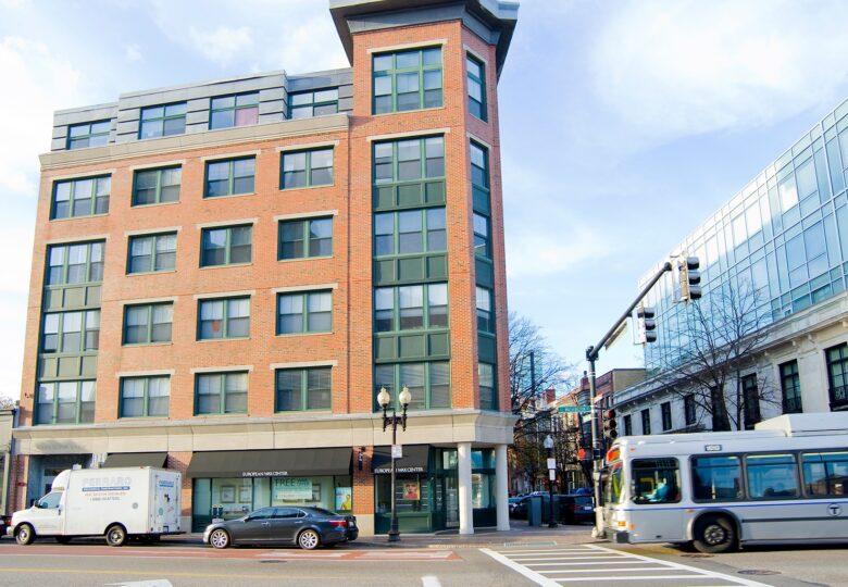 1387 Washington Street